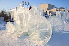 Ρωσία, Izhevsk - 28 Ιανουαρίου 2017: Το λεωφορείο πάγου στέκεται στο κεντρικό τετράγωνο Στοκ εικόνα με δικαίωμα ελεύθερης χρήσης