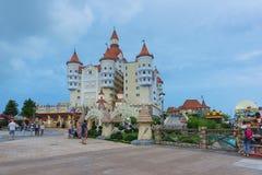 Ρωσία, Sochi - 10 Ιουνίου 2017: Σύνθετο Sochi-πάρκο ψυχαγωγίας τροχόσπιτων επιτόπιο κοντά στο ξενοδοχείο Στοκ Φωτογραφίες