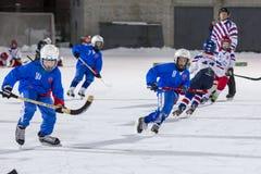 ΡΩΣΙΑ, ΑΡΧΆΓΓΕΛΣΚ - 14 ΔΕΚΕΜΒΡΊΟΥ 2014: πρωτάθλημα χόκεϊ των 1$ων σκηνικών παιδιών τοξοειδές, Ρωσία Στοκ εικόνες με δικαίωμα ελεύθερης χρήσης