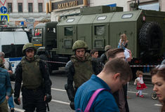 ΡΩΣΙΑ, ΜΟΣΧΑ - 12 Ιουνίου, οδός Tverskaya Στρατιωτικά techincs Στοκ Εικόνα