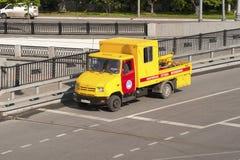 ΡΩΣΙΑ, ΜΟΣΧΑ - 11 ΜΑΐΟΥ 2016: Έκτακτη ανάγκη Mosvodokanal αυτοκινήτων (υδάτινα έργα) Στοκ Φωτογραφία