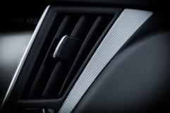 ΡΩΣΙΑ, ΜΟΣΧΑ - 26 ΦΕΒΡΟΥΑΡΊΟΥ 2017 Αυτοκίνητο φορείων INFINITI Q50 S, εσωτερική άποψη στοκ εικόνες