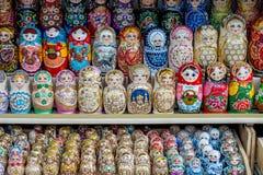 Ρωσικά αναμνηστικά που ονομάζονται την κούκλα matryoshka Στοκ εικόνα με δικαίωμα ελεύθερης χρήσης