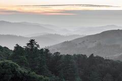 Ρωσικά βουνά Santa Cruz κορυφογραμμών που κυλούν το ηλιοβασίλεμα λόφων Στοκ Φωτογραφίες