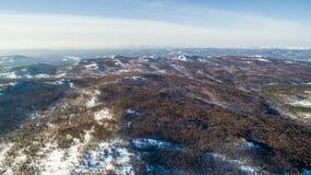 Ρωσικά βουνά Ural το χειμώνα Εναέρια λίμνη άποψης, άσπρο άπειρο Στοκ Φωτογραφίες