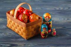 Ρωσικά να τοποθετηθεί babushkas ή matryoshkas κουκλών Στοκ Εικόνες