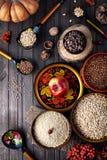 Ρωσικά παραδοσιακά τρόφιμα στις διακοπές Shrovetide Στοκ φωτογραφία με δικαίωμα ελεύθερης χρήσης