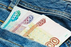 Ρωσικά ρούβλια στην τσέπη εσωρούχων τζιν Στοκ φωτογραφία με δικαίωμα ελεύθερης χρήσης