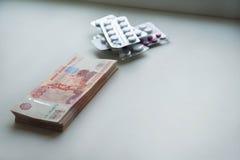 Ρωσικά ρούβλια και αμερικανικά δολάρια στοκ εικόνα με δικαίωμα ελεύθερης χρήσης