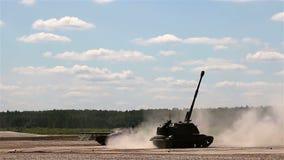 Ρωσικά τεθωρακισμένα οχήματα στο πολύγωνο M1990 αγρόκτημα, τ-80U απόθεμα βίντεο