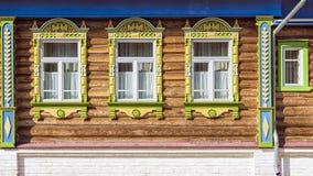 Ρωσικά χαρασμένα πλαίσια των ξύλινων σπιτιών Στοκ φωτογραφία με δικαίωμα ελεύθερης χρήσης