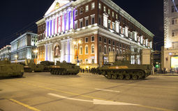 Ρωσικά όπλα Πρόβα της στρατιωτικής παρέλασης (τη νύχτα) κοντά στο Κρεμλίνο, Μόσχα, Ρωσία Στοκ Εικόνες