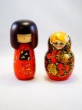 Ρωσικές και ιαπωνικές ξύλινες κούκλες Στοκ φωτογραφίες με δικαίωμα ελεύθερης χρήσης