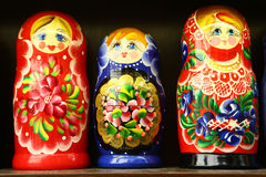 Ρωσικές να τοποθετηθεί κούκλες στην Πράγα Στοκ φωτογραφία με δικαίωμα ελεύθερης χρήσης