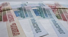 Ρωσικές οικονομικών και πλούσιων έννοιες νομίσματος ρουβλιών, πληρώστε το φορολογικό χρόνο στοκ φωτογραφία με δικαίωμα ελεύθερης χρήσης