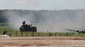 Ρωσική πυρκαγιά τεθωρακισμένων οχημάτων Sa-22 Greyhound απόθεμα βίντεο