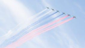 Ρωσική σημαία έξι SU-25 που χρωματίζεται Στοκ Φωτογραφίες