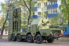 Ρωσική στρατιωτική κινηματογράφηση σε πρώτο πλάνο εξοπλισμού Στην πόλη Ειρηνικός χρόνος Αντιαεροπορικό πυροβόλο όπλο s-300 στοκ εικόνες με δικαίωμα ελεύθερης χρήσης