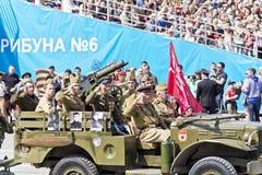 Ρωσική στρατιωτική μεταφορά με τις ύλες συγκολλήσεως στην παρέλαση σε ετήσιο Στοκ εικόνες με δικαίωμα ελεύθερης χρήσης