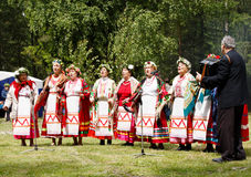 ΡΩΣΙΚΑ, SOSENSKY, στις 4 Ιουλίου 2017, η άσπρη Κυριακή Μη αναγνωρισμένο danc Στοκ εικόνα με δικαίωμα ελεύθερης χρήσης