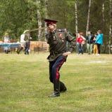 ΡΩΣΙΚΑ, SOSENSKY, ΣΤΙΣ 4 ΙΟΥΛΊΟΥ 2017 Χοροί Cossack με ένα ξίφος dur Στοκ Φωτογραφίες