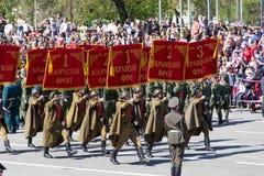 Ρωσικοί στρατιώτες Μάρτιος στην παρέλαση την ετήσια ημέρα νίκης Στοκ Εικόνα
