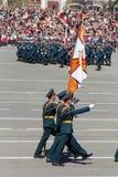 Ρωσικοί στρατιώτες Μάρτιος στην παρέλαση την ετήσια ημέρα νίκης Στοκ Φωτογραφία