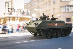ρωσικοί στρατιώτες παρελάσεων στρατού βαδίζοντας Στοκ Εικόνες