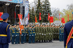 Ρωσικοί στρατιώτες στην παρέλαση σε μια ετήσια νίκη ημέρα WWII στοκ εικόνες με δικαίωμα ελεύθερης χρήσης