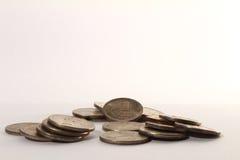 Ρωσικοί σωροί νομισμάτων σε ένα λευκό Στοκ εικόνα με δικαίωμα ελεύθερης χρήσης
