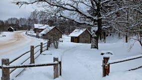 Ρωσικοί χωριό και μύλος στοκ εικόνα με δικαίωμα ελεύθερης χρήσης