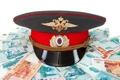 Ρωσικός αστυνομικός cah και χρήματα Στοκ Εικόνες
