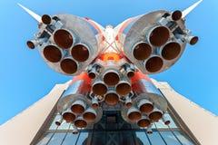 Ρωσικός διαστημικός πύραυλος μεταφορών με τις μηχανές πυραύλων στοκ εικόνες με δικαίωμα ελεύθερης χρήσης
