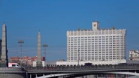 Ρωσικός κυβερνητικός Λευκός Οίκος που καθιερώνει τον πυροβολισμό Ηλιόλουστο βίντεο ημέρας της Μόσχας 4K απόθεμα βίντεο