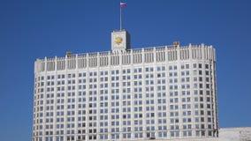 Ρωσικός κυβερνητικός Λευκός Οίκος που καθιερώνει τον πυροβολισμό Μόσχα 4K ηλιόλουστο βίντεο ημέρας απόθεμα βίντεο