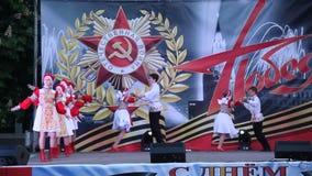 Ρωσικός λαϊκός χορός Ο εορτασμός της ημέρας νίκης στις 9 Μαΐου απόθεμα βίντεο