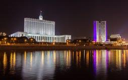 Ρωσικός Λευκός Οίκος στη Μόσχα τη νύχτα Στοκ Εικόνα