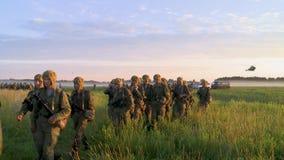 Ρωσικός στρατός Άλμα με τα στρογγυλά αλεξίπτωτα απόθεμα βίντεο