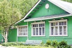 Ρωσικό αγροτικό ξύλινο σπίτι Στοκ φωτογραφία με δικαίωμα ελεύθερης χρήσης