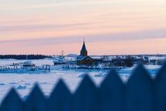 Ρωσικό βόρειο χωριό, άσπρη θάλασσα το χειμώνα Στοκ φωτογραφία με δικαίωμα ελεύθερης χρήσης