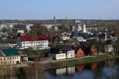 Ρωσικό επαρχιακό τοπίο - επαρχιακή παλαιά ρωσική πόλη με Στοκ φωτογραφία με δικαίωμα ελεύθερης χρήσης