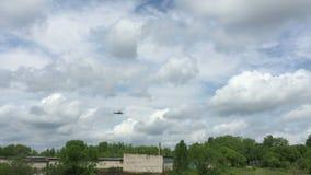 Ρωσικό ελικόπτερο Κα-52, σαν αλλιγάτορας πτήση στρατού φιλμ μικρού μήκους