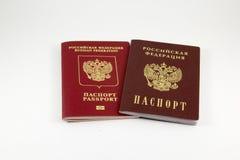 Ρωσικό διαβατήριο και ένα διαβατήριο στοκ εικόνες
