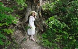 Ρωσικό κορίτσι στο εθνικό κοστούμι Στοκ φωτογραφίες με δικαίωμα ελεύθερης χρήσης