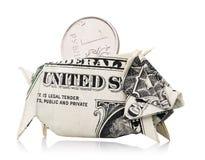 Ρωσικό ρούβλι που κρυφοκοιτάζει από τη piggy τράπεζα Στοκ εικόνα με δικαίωμα ελεύθερης χρήσης