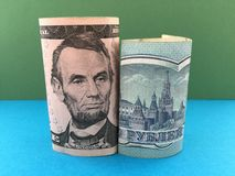 Ρωσικό ρούβλι εναντίον του αμερικανικού δολαρίου Στοκ εικόνα με δικαίωμα ελεύθερης χρήσης