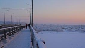 Ρωσικό χειμερινό τοπίο που πυροβολείται στη γέφυρα απόθεμα βίντεο