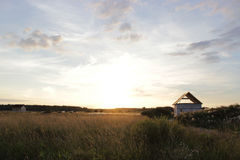 Ρωσικό χωριό στο ηλιοβασίλεμα Στοκ Εικόνες