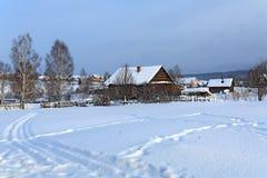 Ρωσικό χωριό Visim παλαιός-οπαδών το χειμώνα Βουνά Ural, Ρωσία Στοκ φωτογραφία με δικαίωμα ελεύθερης χρήσης