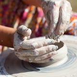 ρόδα αγγειοπλαστών χεριών Στοκ Εικόνα